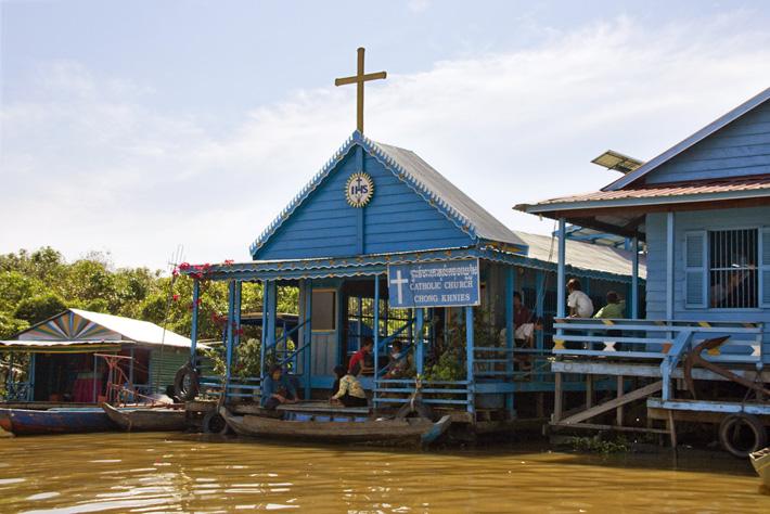 Католическая церковь на озере Томле Сап — вьетнамская деревня в Камбодже