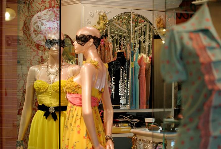 Магазин женской одежды в торговом центре