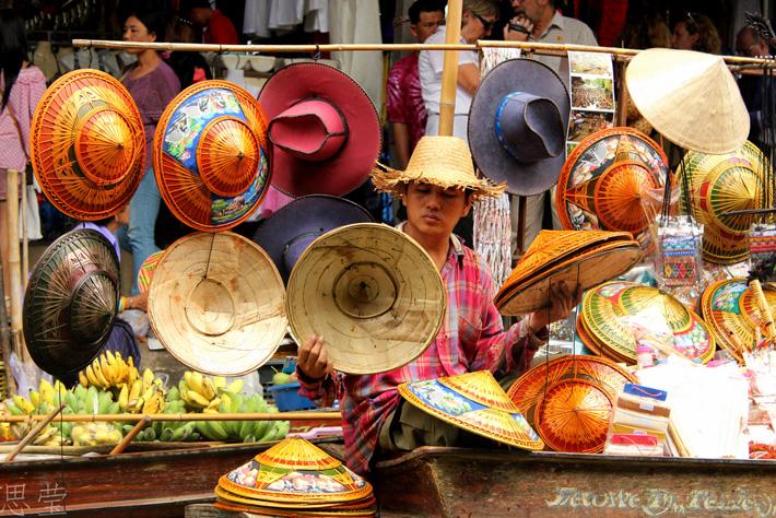 Шляпы ручной работы на плавучем рынке