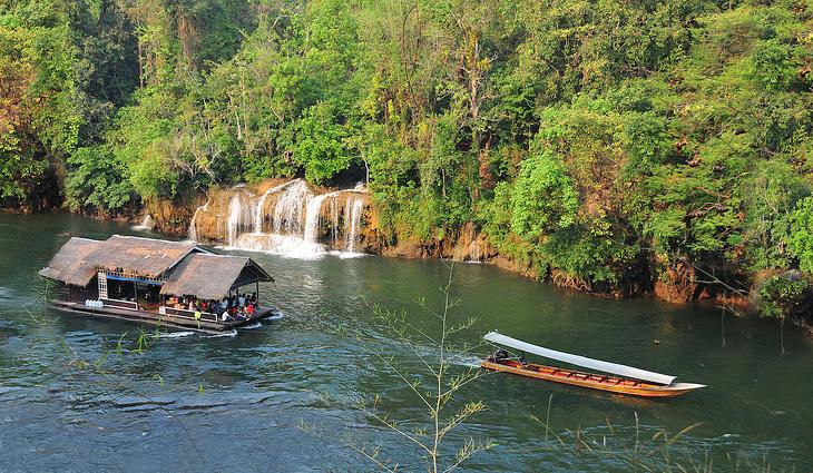 Сплав по реке Квай на большом плоту. Водопад Сай Йок Яй