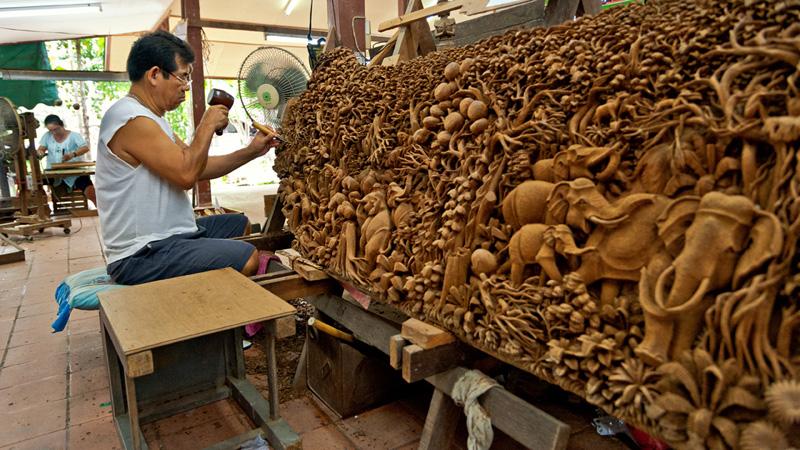 Центр народного ремесла. Королевская фабрика мебели и скульптур из тикового дерева