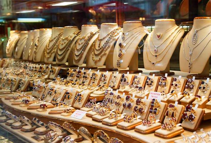 Ювелирные изделия с драгоценными камнями