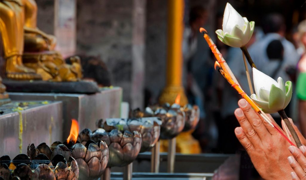 Как себя вести в храмах и монастырях Тайланда ?