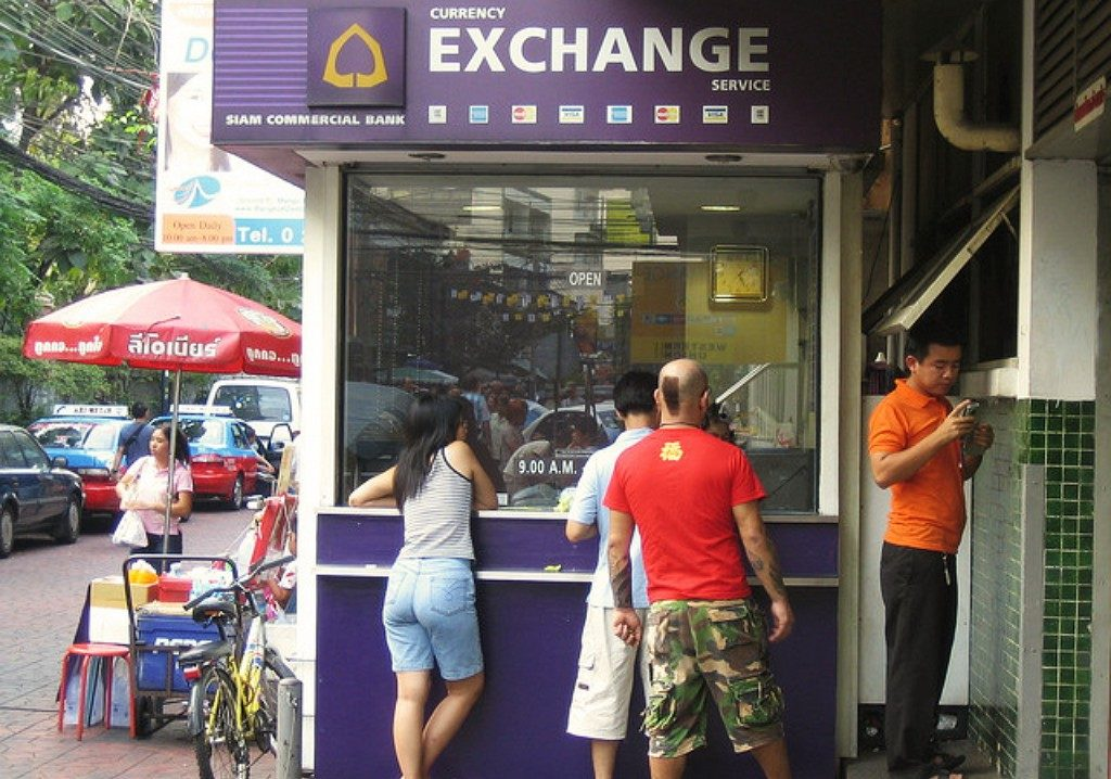 Как выгоднее поменять валюту в Таиланде?
