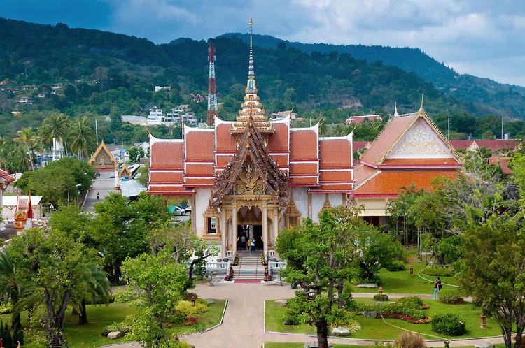 Буддийский храм на острове Пхукет (Phuket)