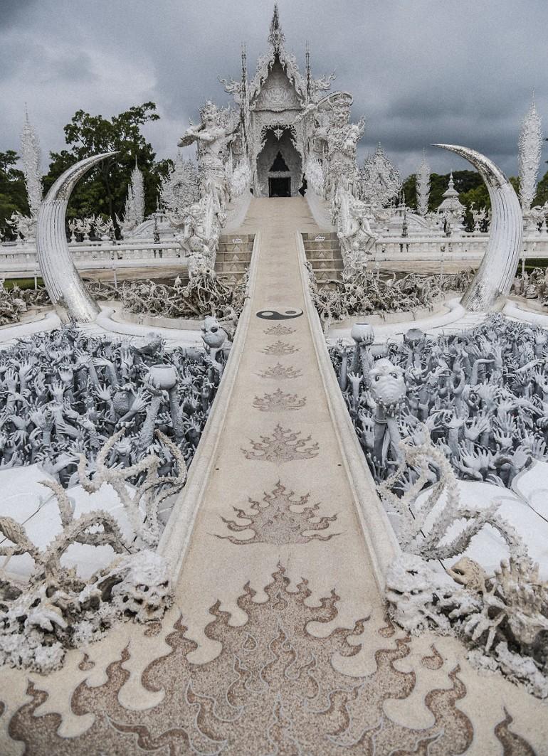 Дорога в храм Wat Rong Khun