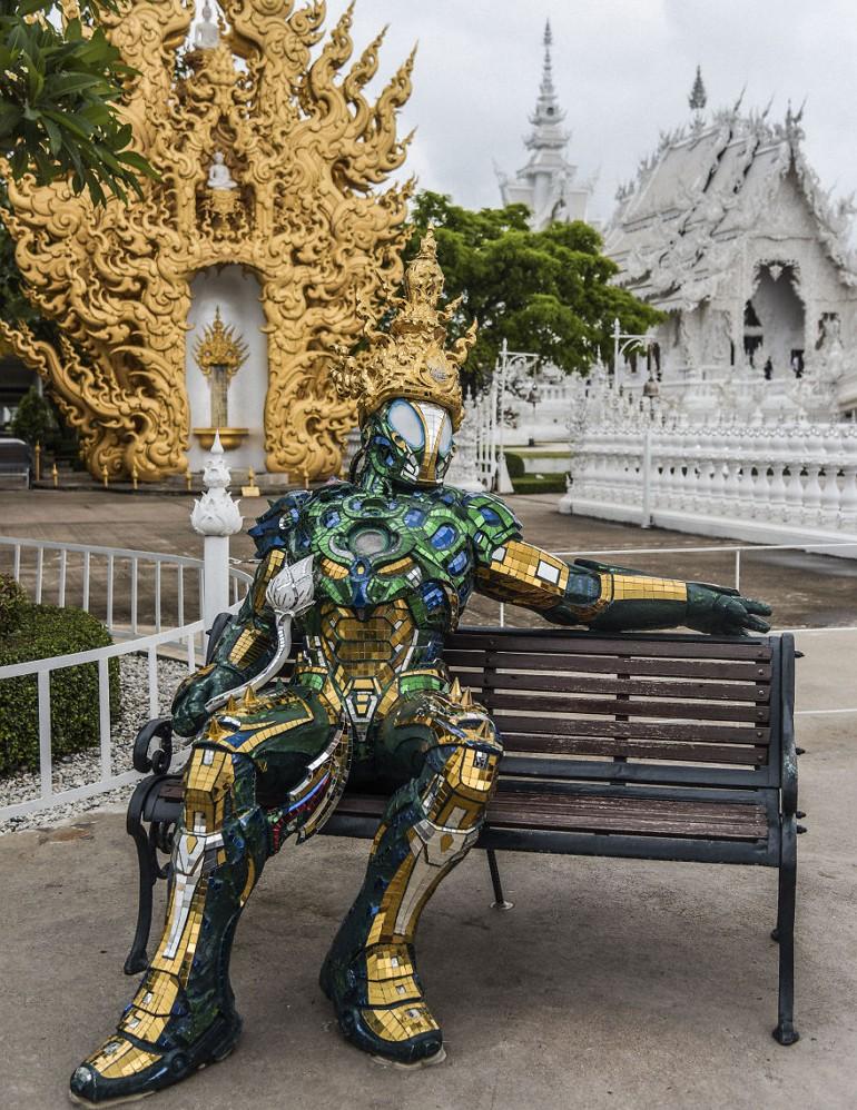 Фигура робота в храме Wat Rong Khun