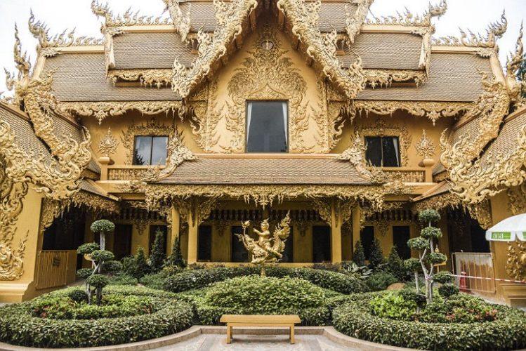 Туалет храма Wat Rong Khun
