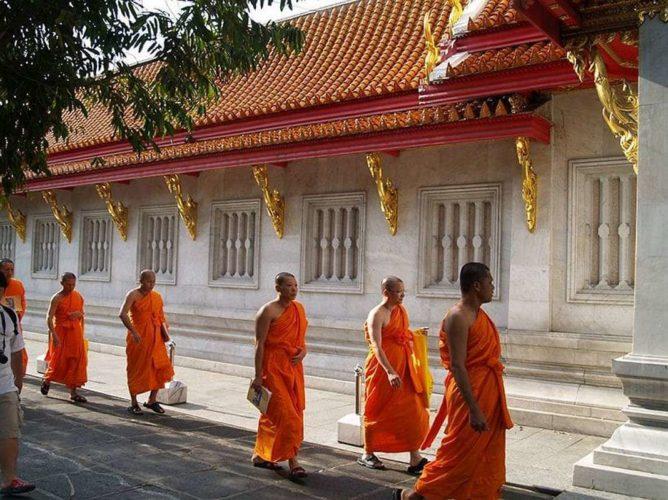 Тайские монахи